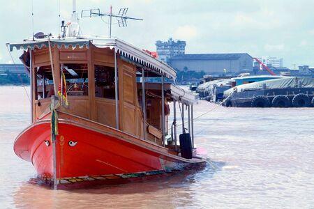 chao praya: Tugboat and barges on the Chao Praya river in Bangkok, Thailand