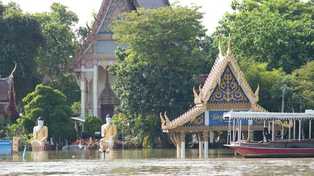 chao praya: Buddhist temple flooded by Chao Praya River during the monsoon season in Ayuttaya, Thailand in 2011. Stock Photo