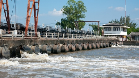 samut prakan: Flood wall with pump outlets where water is pumped from the canals out to the sea in Samut Prakan provins, Thailand