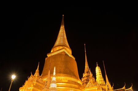 phra si rattana chedi: Phra Si Rattana, the main stupa at Wat Phra Kaew in Bangkok, home of the Emerald Buddha, at night