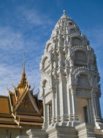 leucemia: La Stupa de la princesa Kantha Bopha, que muri� de leucemia a la edad de 4 a�os en 1952, en el Palacio Real en Phnom Penh, Camboya.