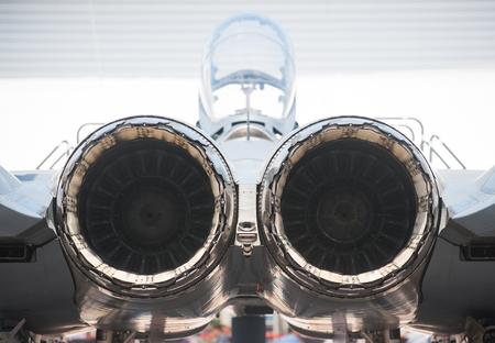 avion de chasse: Vue arrière de la bi-moteur, avion de chasse supersonique.