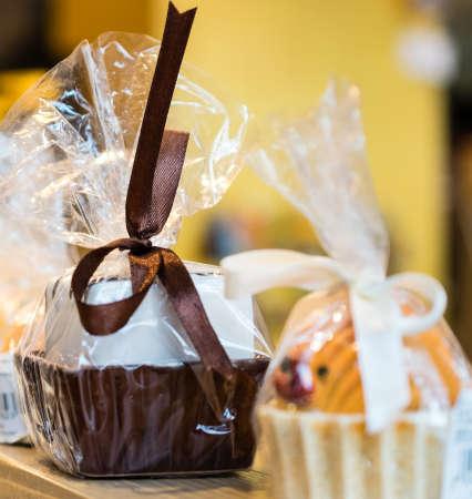 praline: Chocolate praline and pop cake wrapped in the folie