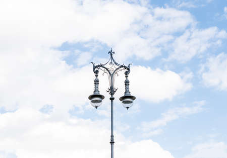 lampe: Old-fashioned city street lamp. Latern light. Berlin, Germany