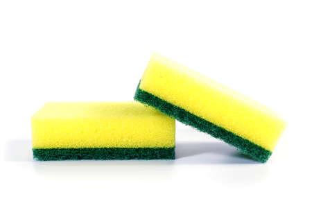 lavar platos: Esponja de la cocina aislada en el fondo blanco. esponjas de colores cocina para lavar platos Foto de archivo
