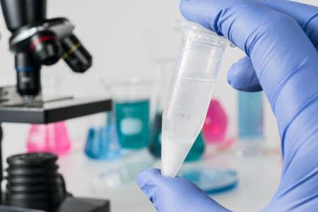 Análisis de muestras de laboratorio. Investigación médica y ciencia Foto de archivo