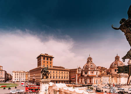 Roma, Italy - april 17, 2018: View to Piazza Venezia in Rome. Italy capital landmarks. 新聞圖片