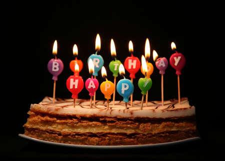 torte compleanno: Happy candeline su una torta Archivio Fotografico