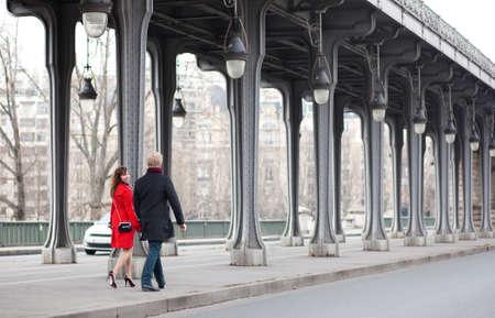 streetlamp: Romantic couple walking on the Bir-Hakeim bridge in Paris