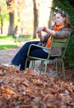 jardin de luxembourg: Thoughtful young woman enjoying warm autumn day in park