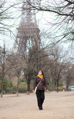 brune: Beautiful young tourist in Paris near the Eiffel Tower Stock Photo