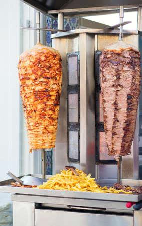 pinchos morunos: D�ner kebab en una calle de Estambul