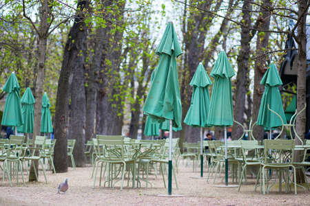 jardin de luxembourg: Empty tables of a cafe in Luxembourg garden
