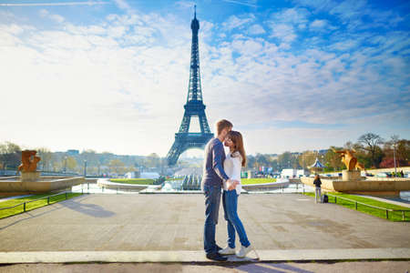 Young romantic couple in Paris having fun near the Eiffel tower Stok Fotoğraf