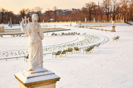 jardin de luxembourg: Rare snowy day in Paris. Lots of snow in the Luxembourg Garden