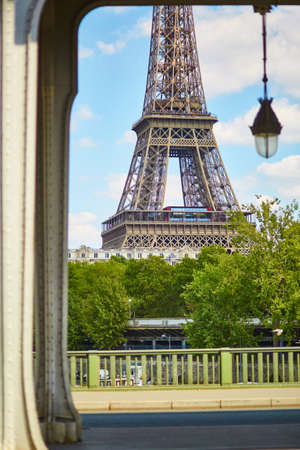 bir: View of the Eiffel tower from the Bir Hakeim bridge