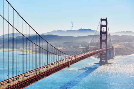 san francisco golden gate bridge: Famous Golden Gate bridge in San Francisco, California, USA