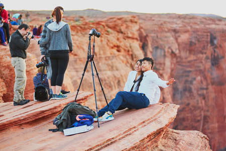 OCTOBER 25, 2015 - HORSESHOE BEND: Tourists taking photo on the precipice of Horseshoe Bend, in the Colorado Canyon, Arizona, USA Redakční