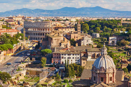 Aerial scenic view of Colosseum and Roman Forum in Rome, Lazio, Italy Banco de Imagens - 87156992