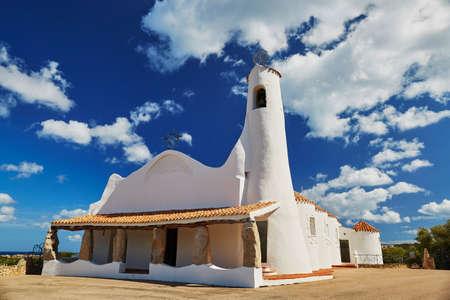 Scenic view to Stella Maris church in Porto Cervo, Emerald coast, Sardinia, Italy 版權商用圖片 - 88764292