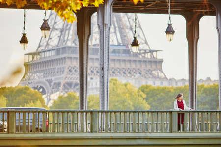 Beautiful young woman in Paris on Bir-Hakeim bridge Stok Fotoğraf