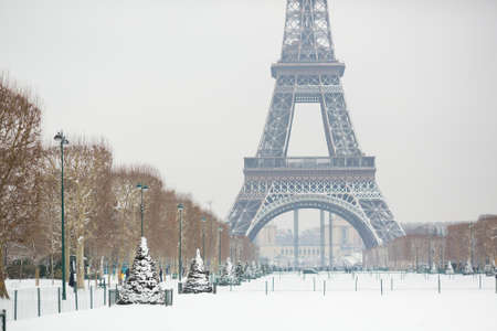 Snowy day in Paris, France Stock fotó - 90427971