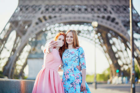 Two friends taking selfie near the Eiffel tower in Paris, France 写真素材 - 95236087