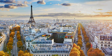 Aerial panoramic cityscape view of Paris, France with the Eiffel tower on a fall day Standard-Bild