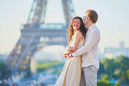 Happy romantic couple in Paris, near the Eiffel tower. Tourists spending their vacation in France Standard-Bild - 132470644