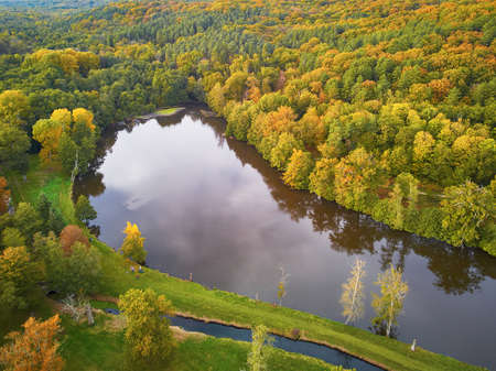 Scenic aerial view of a lake in autumn forest in northern France, Yvelines, France Foto de archivo