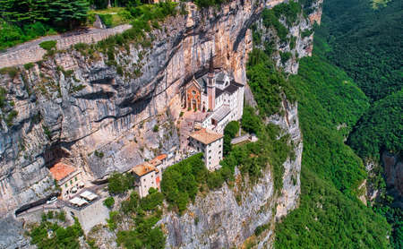 Sanctuary Madonna della Corona, popular travel destination in Nothern Italy Banque d'images