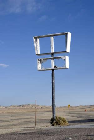 Broken marquee sign on highway in remote area of Nevada  Stok Fotoğraf
