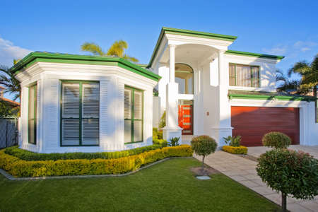 queensland: Luxury mansion house front in suburban district
