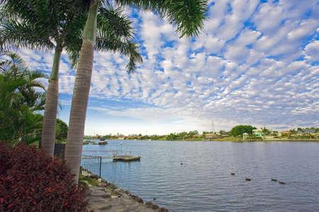 kojen: Waterfront-Ansichten von Mansion