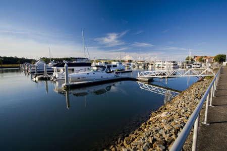literas: barcos en el puerto deportivo
