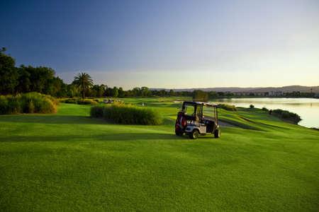 golf drapeau: Terrain de golf et les bogheis  Banque d'images