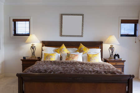 master bedroom: Spacious master bedroom in luxury house overlooking the water