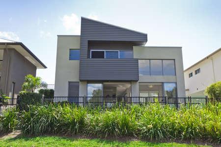 viviendas: Moderna casa de dos pisos frente a Australia Foto de archivo
