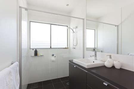 Modern bathroom in stylish Australian house Stock Photo - 14018610