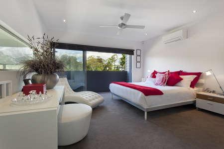 chambre � � coucher: Chambre de ma�tre de style dans le luxe en Australie demeure Banque d'images