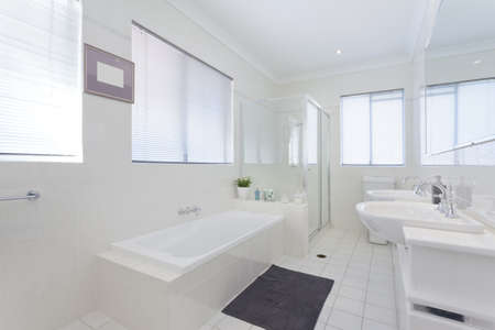 Modern bathroom in stylish Australian house Stock Photo - 14095300