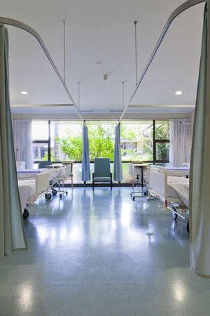recovery bed: Reparto ospedaliero con letti e attrezzature mediche Archivio Fotografico