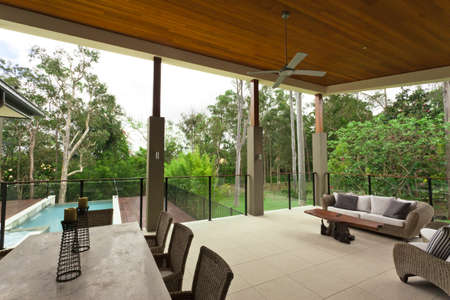 entertaining area: Modern backyard with entertaining area in stylish Australian home Stock Photo