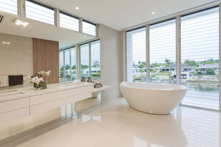 floor tiles: Modern bathroom in luxury Australian house
