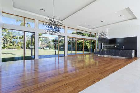 designers interior: Incredibile cucina e soggiorno in una nuova casa spaziosa Archivio Fotografico