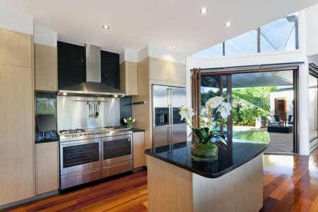 cucina moderna: Zona pranzo e cucina in stile casa australiana Archivio Fotografico