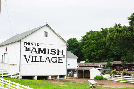amish: Amish Village building in Amish country, Pennsylvania on a overcast afternoon