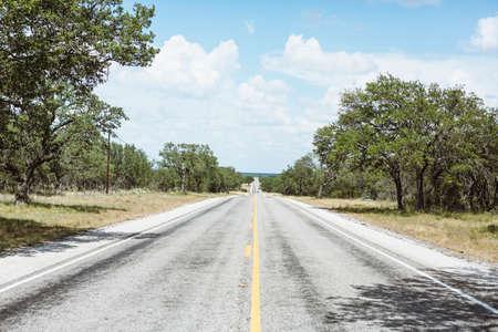 onbepaalde: infinate rechte weg in Texas platteland, Amerika