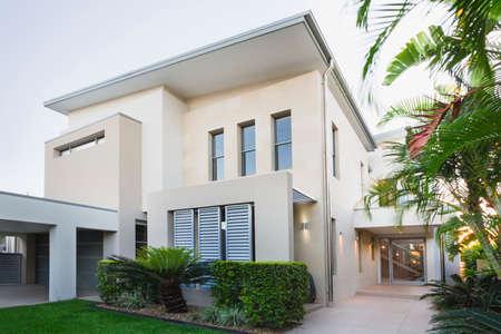 case moderne: Esterno Casa contemporanea sulla Gold Coast, Queensland, Australia Archivio Fotografico