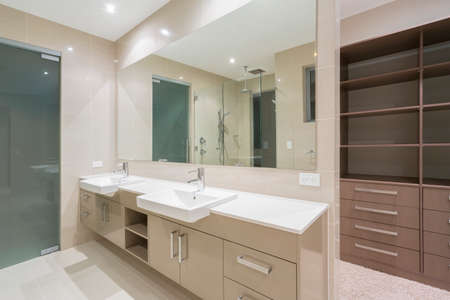 master bath: Spacious contemporary bathroom with walk in wardrobe
